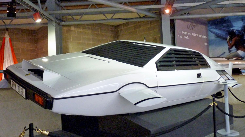 Компания Tesla сообщила о создании легендарного автомобиля-субмарины Джеймса Бонда