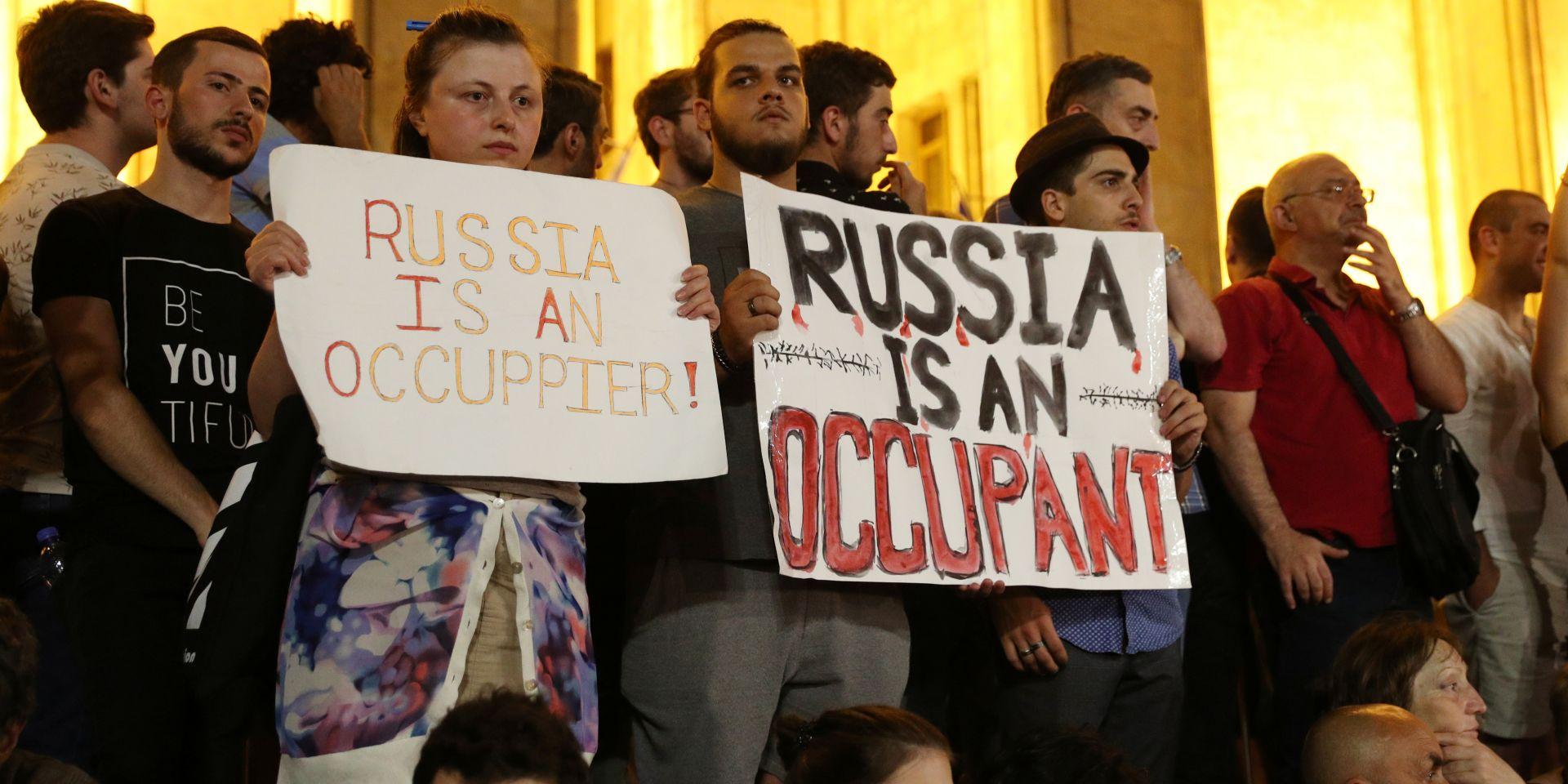 Грузин отчитали за агрессивное поведение в адрес российских туристов