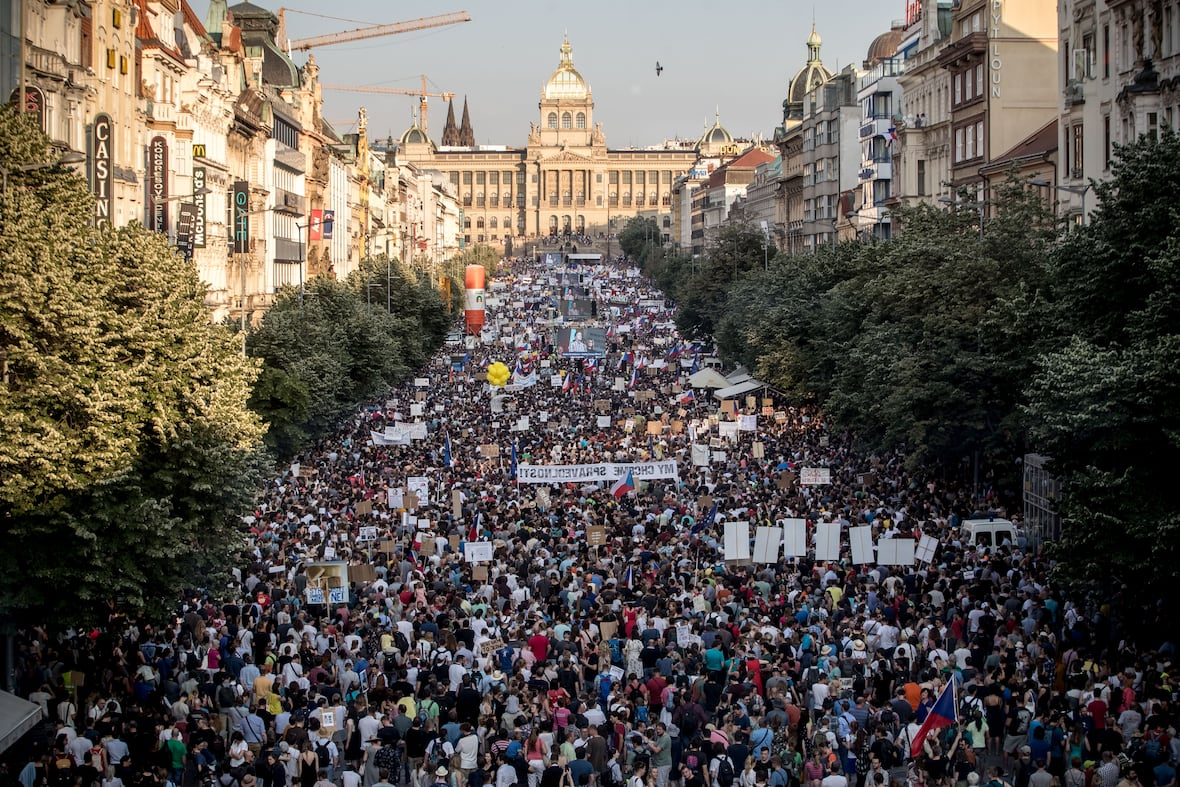В Праге демонстранты требуют отставки премьера Чехии