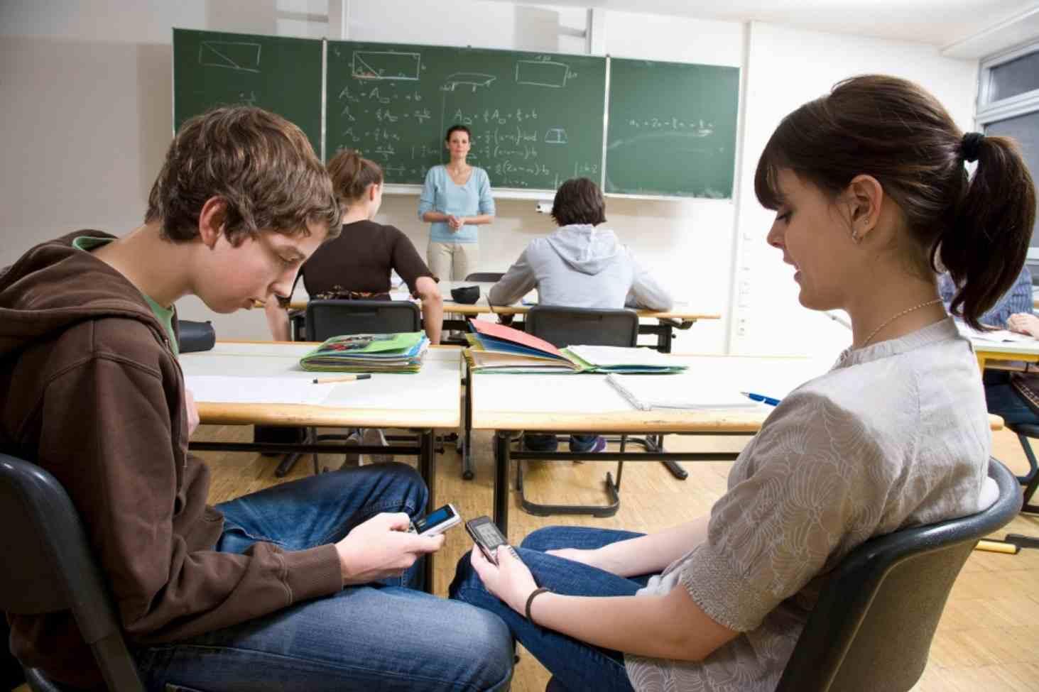 Россияне поддерживают запрет на пользование смартфонами в школе