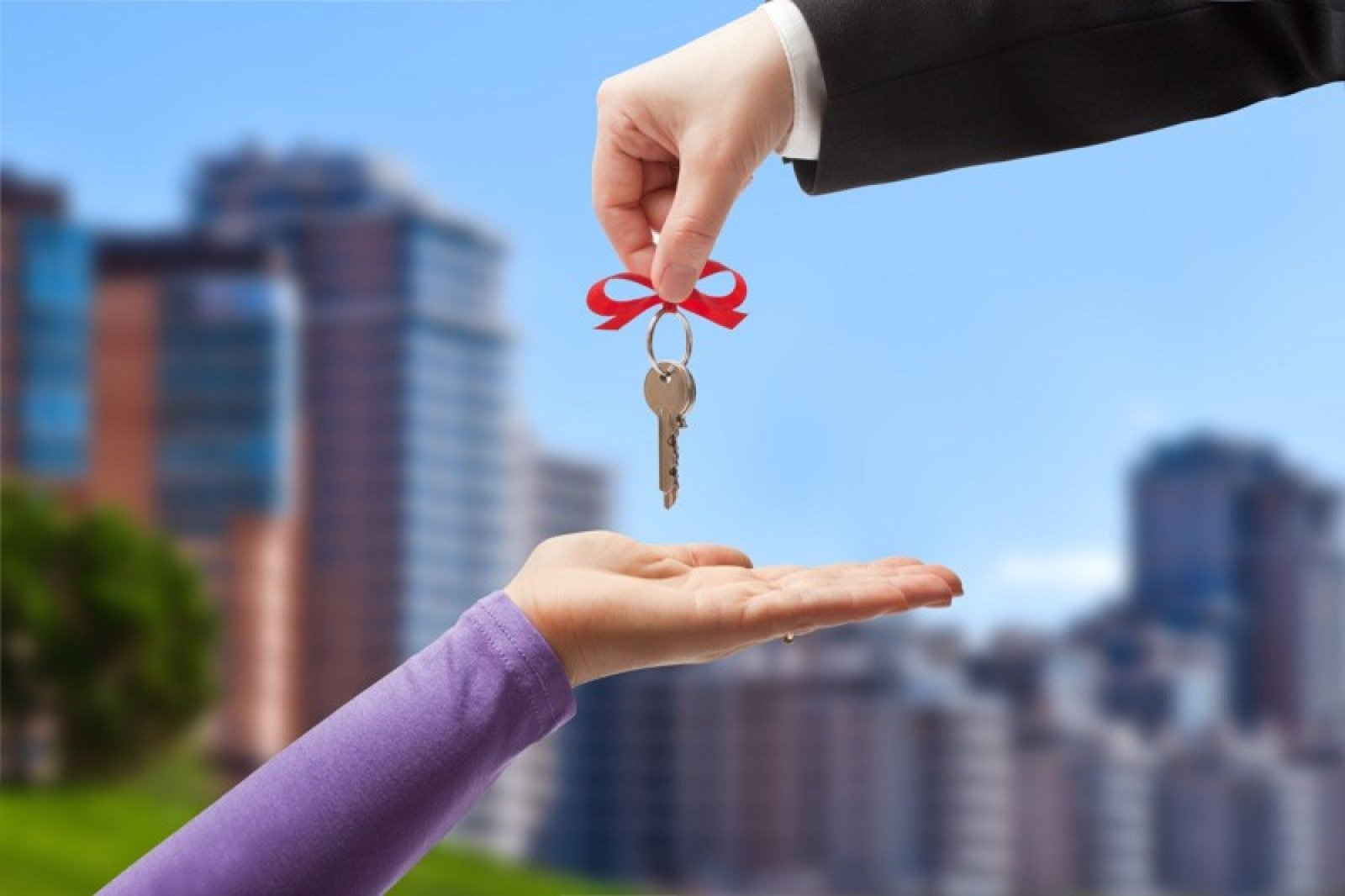 Почему этим летом лучше отказаться от покупки жилья