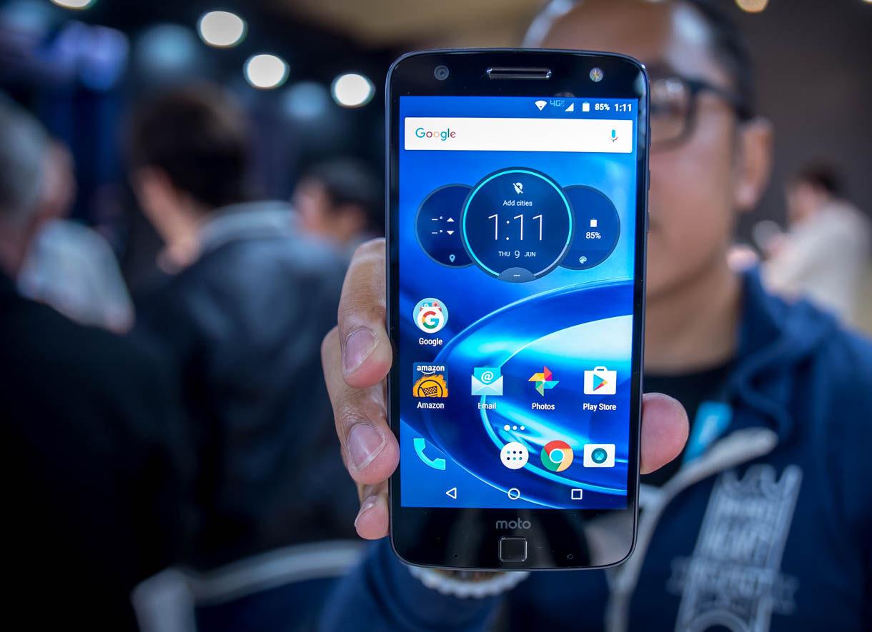 Производителей смартфонов хотят обязать выпускать модели с предустановленными приложениями